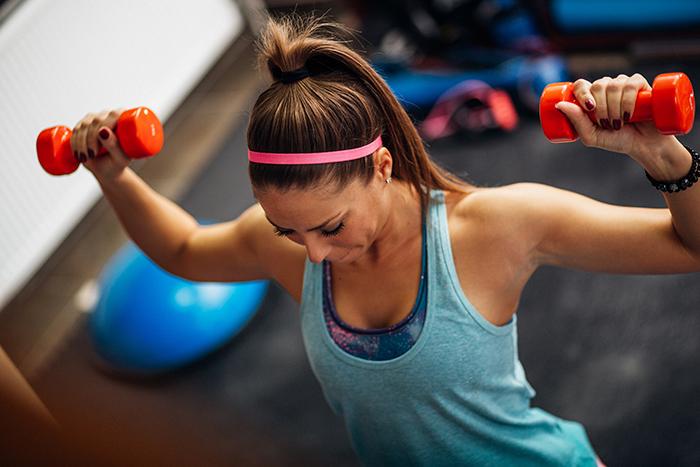 ejercicios para hombros mujeres